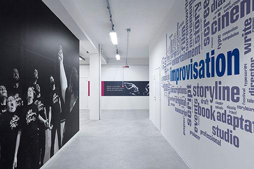 pellicola adesiva murale corridoio stampa digitale carta da parati Pico Design